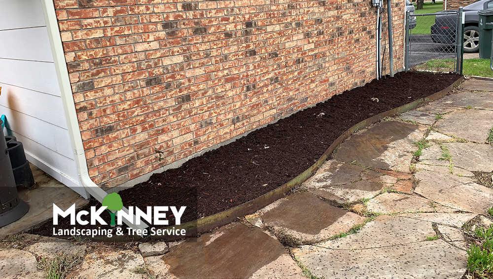 Gallery - Weeding & Mulch: Side Walkway