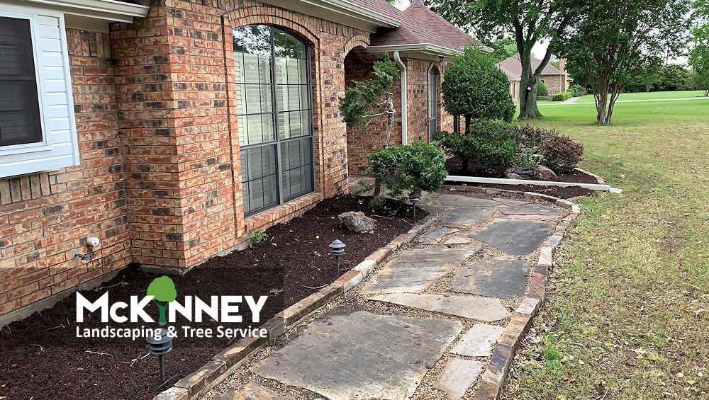 Gallery - Weeding & Mulch: Front Sidewalk